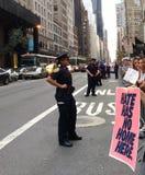Anti--trumf samlar, hat har inget hem här, NYC, NY, USA Royaltyfri Bild