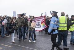 Anti-UKIP-Protestierender marschieren auf UKIP-Konferenz Margate Stockfotos
