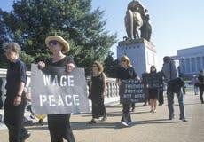 Anti-war person som protesterar Arkivfoton