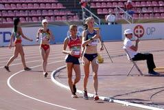 ANTIA CHAMOSA, NOELIA-VARGAS och TAYLOR EWERT på 10000 meter springer går i mästerskapet för IAAF-världen U20 i Tammerfors, Finla royaltyfria bilder
