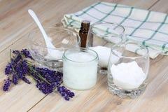 Antibacterial och naturlig hemlagad deodorant Arkivbild