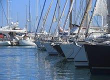 ANTIBES, FRANÇA - 27 DE AGOSTO DE 2014: Barcos, iate do porto Vauban Foto de Stock