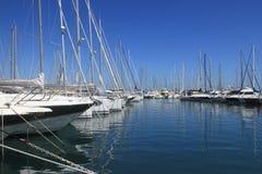 ANTIBES, FRANCIA - 27 AGOSTO 2014: Barche, yacht di porto Vauban Immagine Stock
