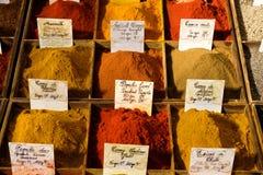 Antibes Frankrike - Oktober 15, 2017: Kryddor på skärm i cen Royaltyfri Foto
