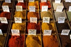 Antibes Frankrike - Oktober 15, 2017: Kryddor på skärm i cen Arkivfoton
