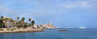 Antibes y panorama mediterráneo, Francia Imagen de archivo libre de regalías