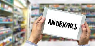 ANTIBIOTIQUES et antibiotiques - drogue imprimée de thérapie de mélange de diagnostic images stock