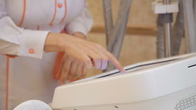Anticellulite och lyftande terapi med maskinvarucosmetology lager videofilmer