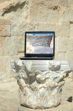 Antichità che incontra le nuove tecnologie Fotografia Stock Libera da Diritti