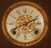 Antico avvolga in su il fronte di orologio Immagini Stock