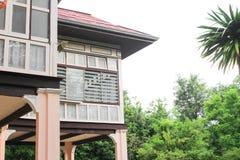 Antico di legno domestico in Tailandia su fondo bianco immagine stock libera da diritti