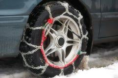 Antideslizante en una rueda del coche Fotos de archivo libres de regalías