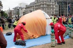 Antidonald trump protesters in Centraal Londen royalty-vrije stock afbeelding
