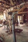 Antiek H G Barr Drill Press binnen de Grote Machinewerkplaats van 1904 bij het historische Koreshan-Park van de Staat royalty-vrije stock foto's