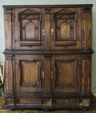 Antiek houten bruin kabinet Stock Afbeeldingen
