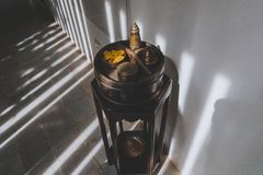 Antiek Houten Meubilair in Hotelgang stock foto's