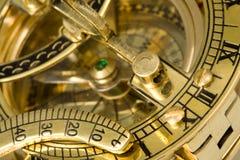 Antiek kompas met zonnewijzer. royalty-vrije stock fotografie