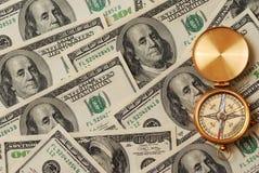 Antiek kompas over geld Stock Foto's