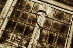 Antiek raamkozijnen en gebrandschilderd glas Stock Afbeelding