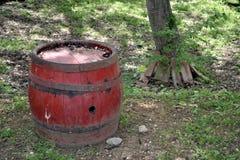 Antiek rood houten vat royalty-vrije stock afbeelding