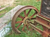 Antiek Rusty Tractor Wheel Stock Afbeeldingen