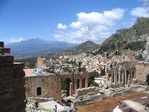 Antiek theater, taormina, Etna royalty-vrije stock foto's