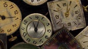 Antiek wijzerplaatclose-up Uitstekend zakhorloge stock footage