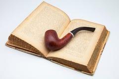 Antieke boek en pijp Stock Foto