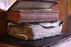 Antieke boeken stock afbeeldingen