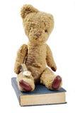 Antieke boekhorloge en teddybeer Stock Fotografie
