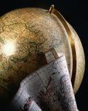 Antieke bol en kaart van de wereld Royalty-vrije Stock Foto's