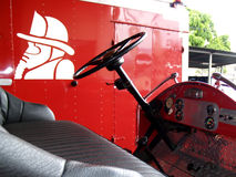 Antieke brandbestrijdersvrachtwagen Stock Afbeelding
