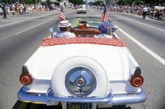 Antieke Convertibel in 4 de Parade van Juli, Vreedzame Palissaden, Californië Stock Foto