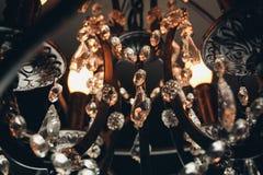 Antieke de stijl gloeilamp van Edison op zwarte achtergrond Royalty-vrije Stock Afbeelding