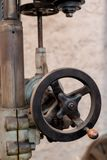 Antieke Drilpress-krukas voor het maken van hoogteaanpassingen royalty-vrije stock foto