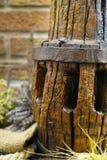 Antieke hooivork en houten dichte omhooggaand van de wielhub royalty-vrije stock afbeeldingen