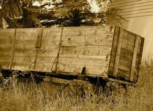 Antieke Houten Wagen in Sepia Toon royalty-vrije stock afbeeldingen