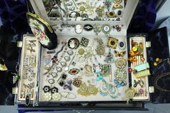 Antieke juwelen op tentoongesteld voorwerp royalty-vrije stock foto