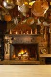 Antieke keuken met open haard Stock Afbeelding