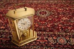 Antieke klok op Perzische deken Royalty-vrije Stock Fotografie