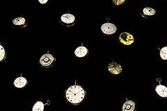 antieke klokken op Donkere achtergrond royalty-vrije stock afbeeldingen