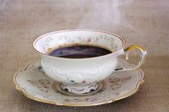 Antieke kop met hete koffie Stock Foto's
