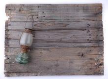 Antieke lantaarn op houten achtergrond Royalty-vrije Stock Afbeelding