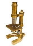 Antieke Microscoop die met de Weg van de Klem wordt geïsoleerdg Royalty-vrije Stock Afbeeldingen