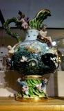 Antieke porseleinvaas in de Keizer Zilveren Inzameling in Hofburg stock afbeelding