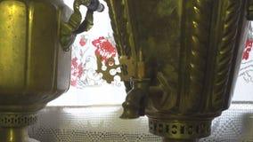Antieke Russische samovar stock footage