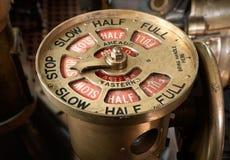 Antieke schepentelegraaf die aan einde wordt geplaatst stock foto's