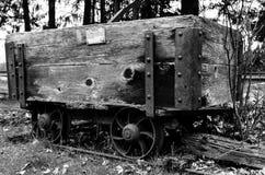Antieke steenkoolkar op gebied Royalty-vrije Stock Fotografie