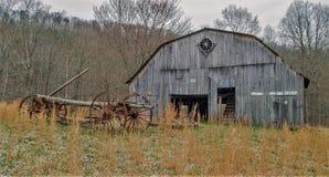 Antieke Wagen en Schuur in West-Virginia royalty-vrije stock fotografie