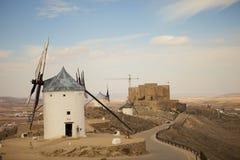 Antieke windmolens in La Mancha Stock Foto's